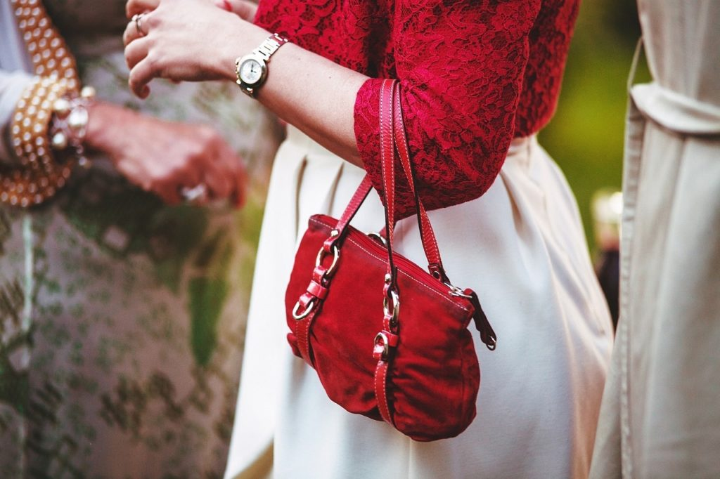 purse carry red