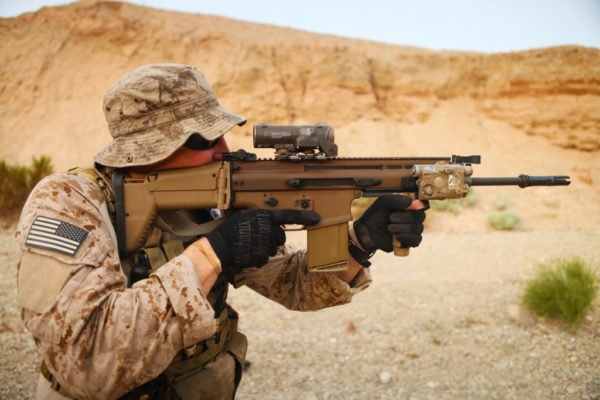 Navy SEAL with SCAR-H/Mk 17