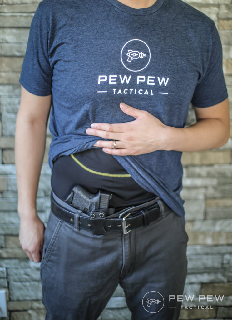 G26 AIWB Shirt Lifted
