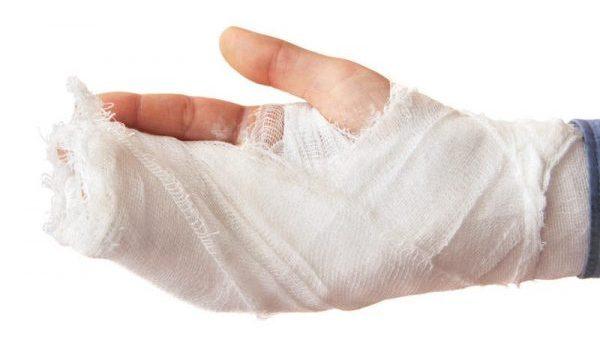 hand in guaze