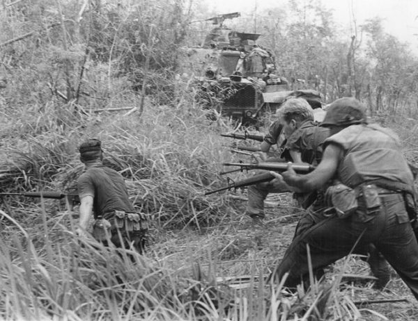 Soldiers with M16s in Vietnam
