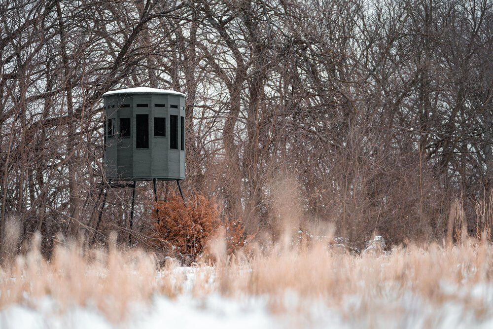 Raised hunting blind (360 Hunting Blinds)